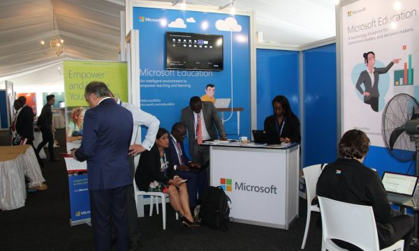 10-Microsoft stand